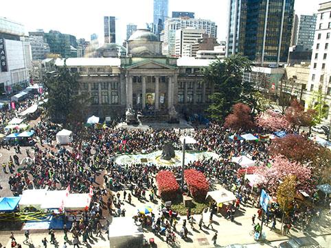 Vancouver Canada 2012 April 20 crowd