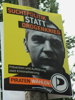 Wahlplakat der Piratenpartei Berlin - Suchtpolitik statt Drogenkrieg